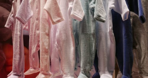 نکات مهم هنگام خرید لباس نوزادی دخترانه