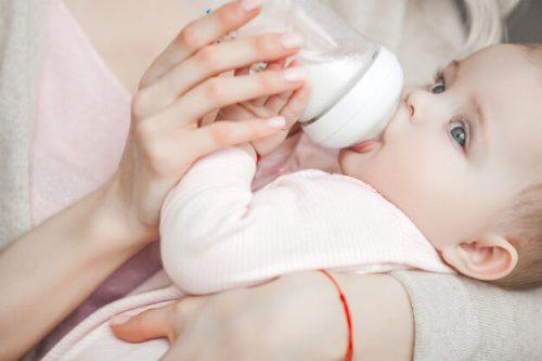 زمان مناسب از شیر گرفتن نوزاد